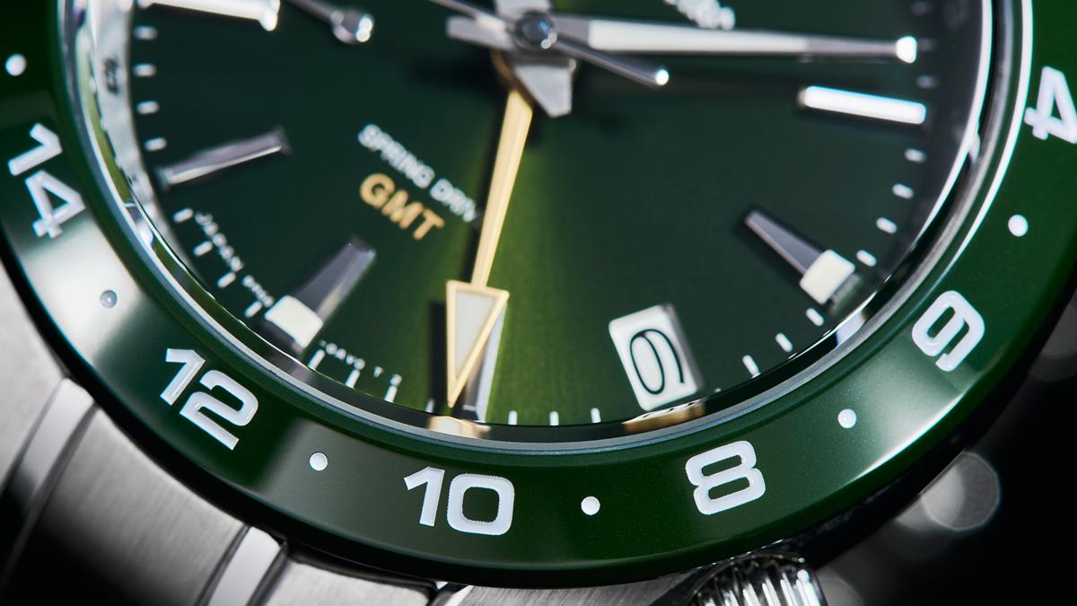 GMT加上陶瓷圈是這次的重點,過去GRAND SEIKO曾出現過黑色和藍色陶瓷,這次則加入綠色陶瓷圈的嘗試,以抗刮耐磨的特性強化錶款性能。