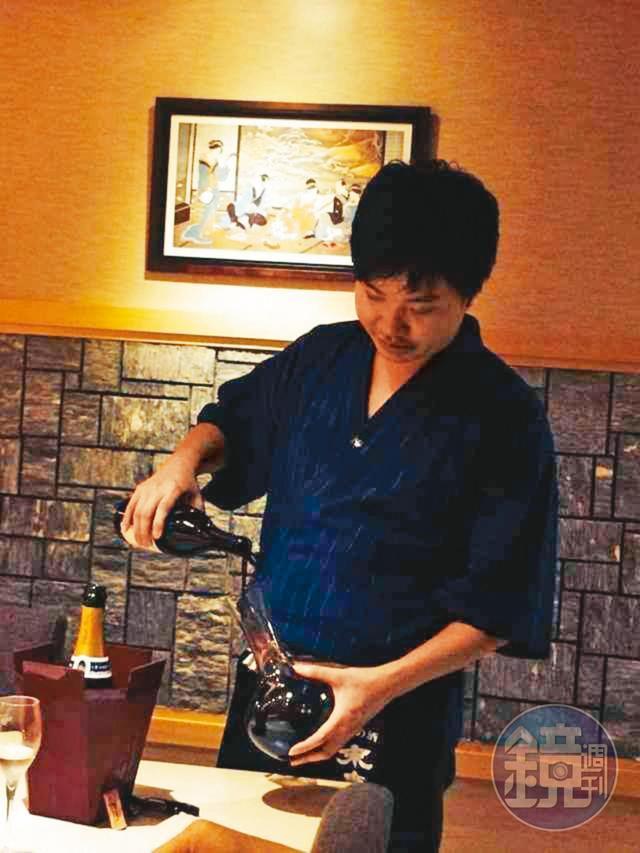 Shane在國外擔任葡萄酒侍酒師的經歷,後來讓他應用在精釀啤酒的就是能倒出最棒的泡沫比例。