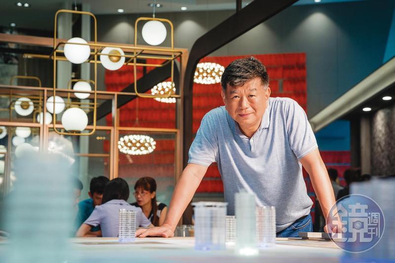 鄭欽天從高雄做代銷起家,敢衝敢賣一路做到營建股營收與購地雙冠王,去年營收237億元。
