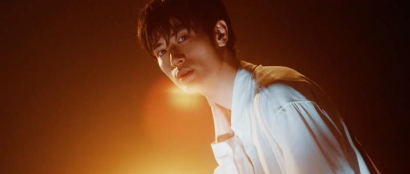 三浦春馬新歌〈Night Diver〉MV於今(24)公開。(截圖自MV)