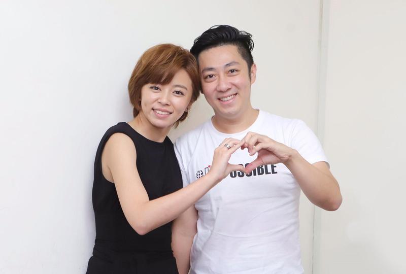 王瞳與她愛情長跑多年的對象艾成登記結婚。(民視提供)