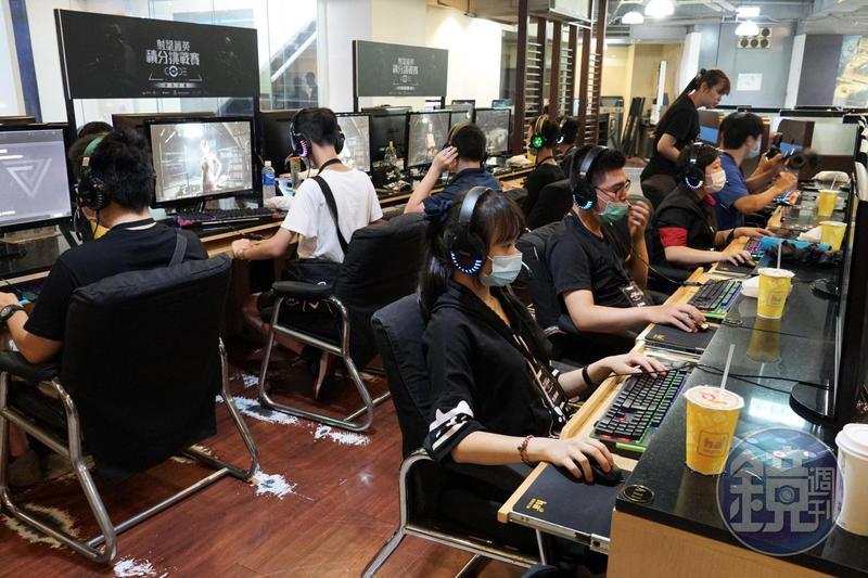 網銀國際舉行「射擊菁英積分挑戰賽」,邀請玩家體驗即將上市的台灣自製射擊遊戲《CODE2040》。