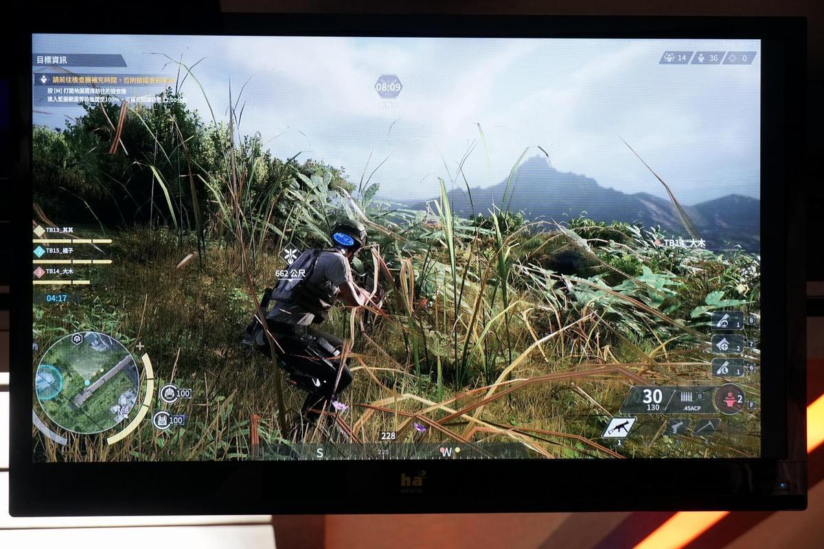 現場透過大螢幕展示遊戲畫面,遊戲中的地景、植披有濃濃的台灣特色。