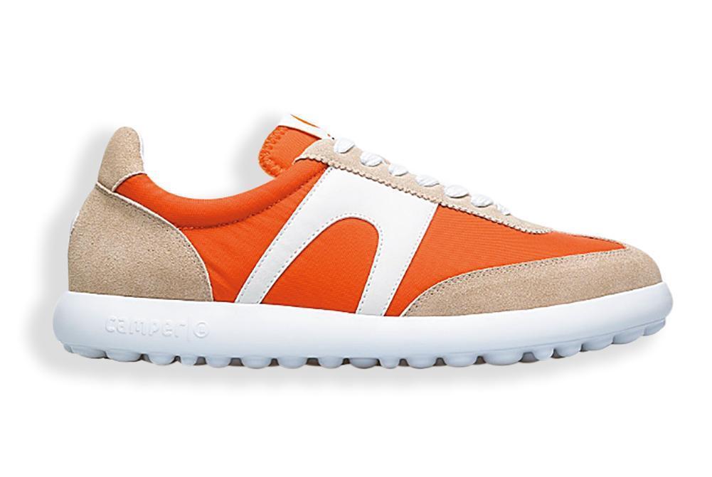 CAMPER Pelotas XLF橘白棕配色休閒鞋。NT$5,580(團團提供)