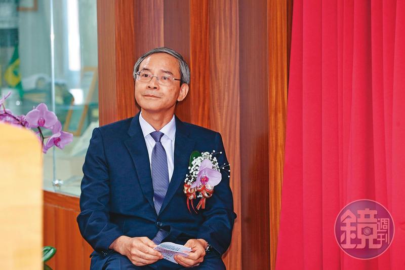 儘管台股屢創新高,財政部政務次長兼國安基金執行祕書阮清華仍表示,因疫情影響經濟復甦,決議國安基金續留護盤。