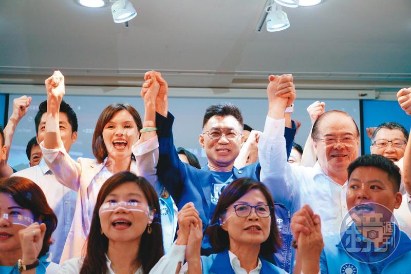 藍營地方盛傳,李眉蓁之所以出線成為市長補選候選人,是祕書長李乾龍聽從市黨部的提議。