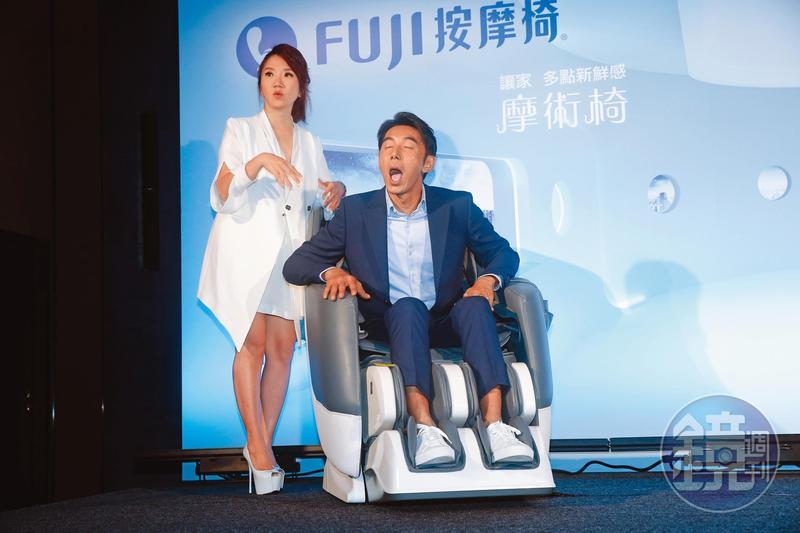 裝睡的人永遠叫不醒?李李仁(右)與陶晶瑩(左)被逼問房事秒驚醒,「你沒真」的睡。