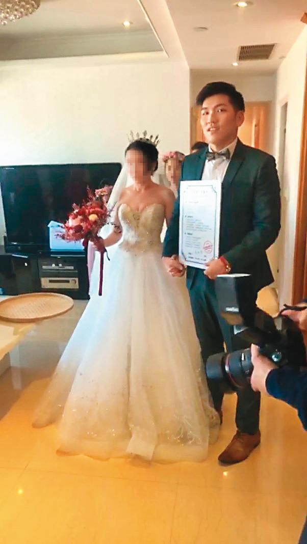 鄭旭哲(右)曾經有段婚姻,但維持不到1年就草草結束。(翻攝自鄭旭哲臉書)