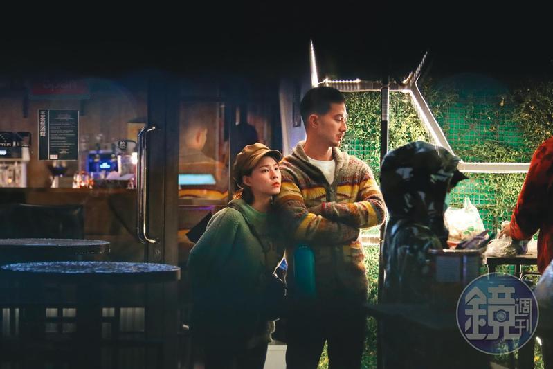 熊熊(左)在與鄭旭哲交往前,曾被本刊直擊與言明澔(右)約會,舉止親密。