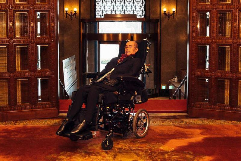 創造「無論有無身心障礙,誰都能幸福生活的社會」,是漸凍人舩後靖彥當選日本參議員後的核心政見。(圖片來源:舩後靖彥個人網站)