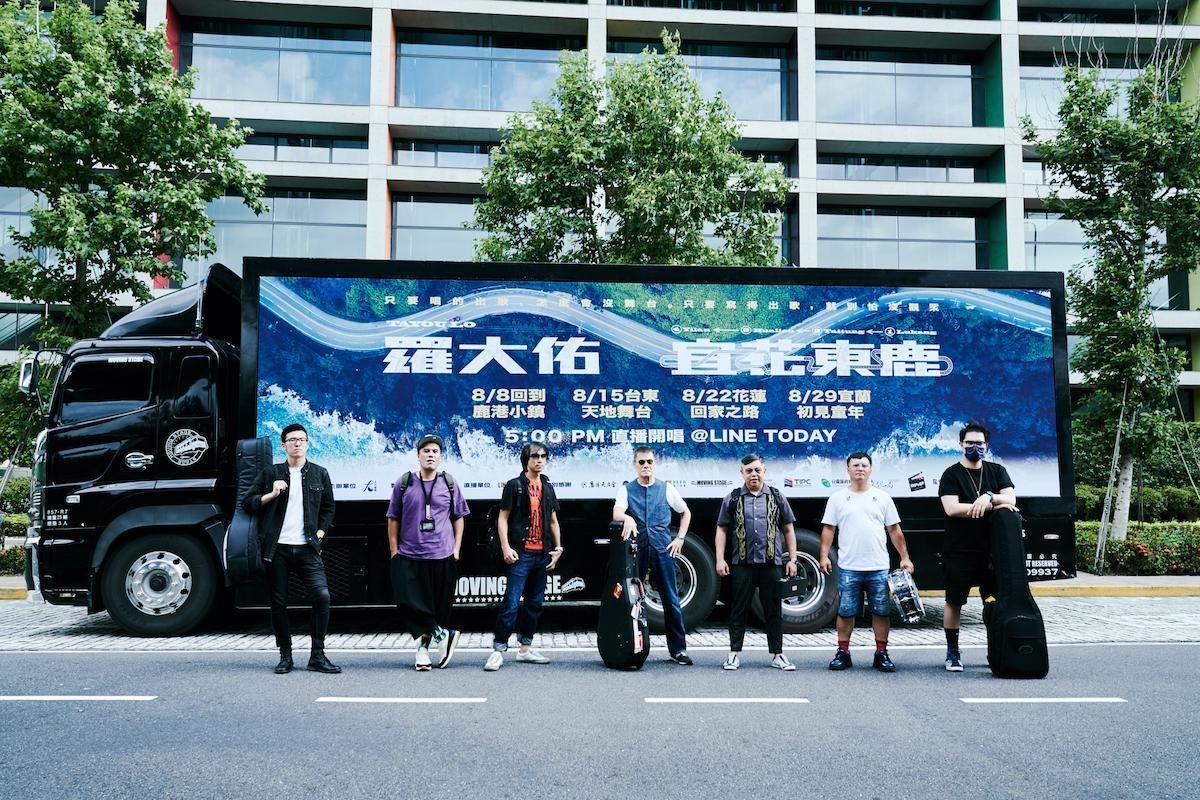 羅大佑率先在台灣巡迴演出,只因活到這把年紀,無需再跟年輕人搶舞台。(大右音樂提供)