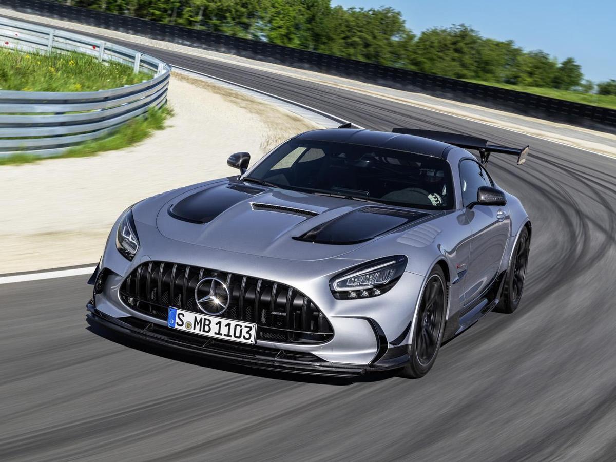 直至今日,M.Benz的車色中依然有復刻當時W25賽車金屬原色的車色選項,並將命名為「銥銀」。