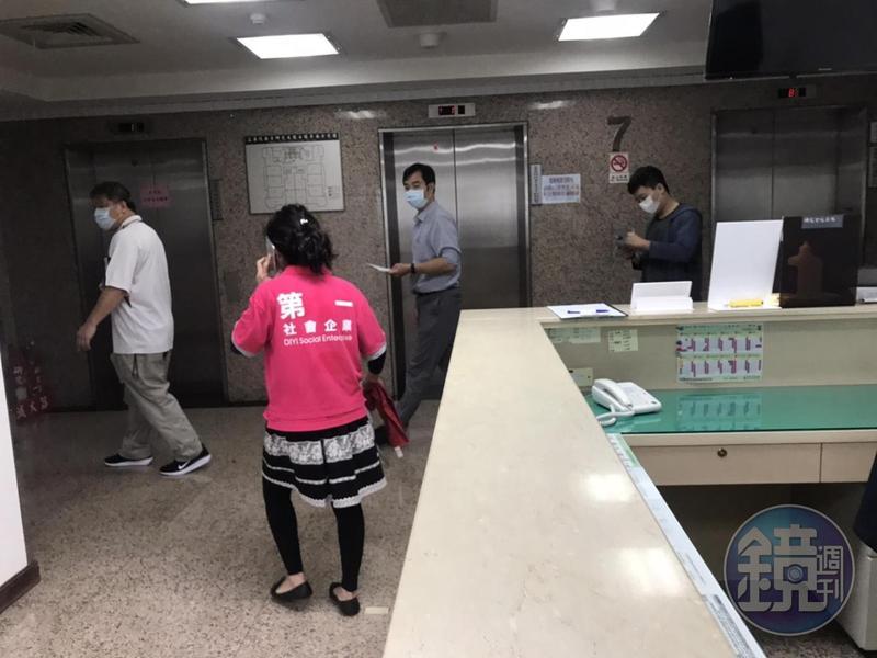 檢調懷疑立委集體收賄介入SOGO經營權案,今早指揮調查局北機站前往蘇震清等5立委辦公室搜查。