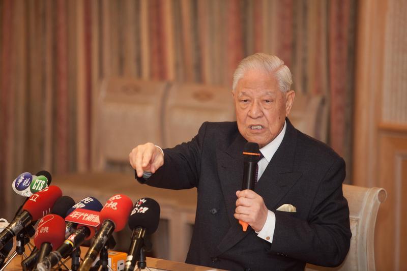 前總統李登輝24年前精準預言香港移交的變局,讓網友大讚「超前部署24年」。(李登輝基金會提供)
