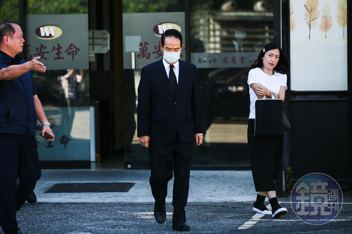 親民黨主席宋楚瑜今赴北榮弔唁李登輝,表達哀悼之意。
