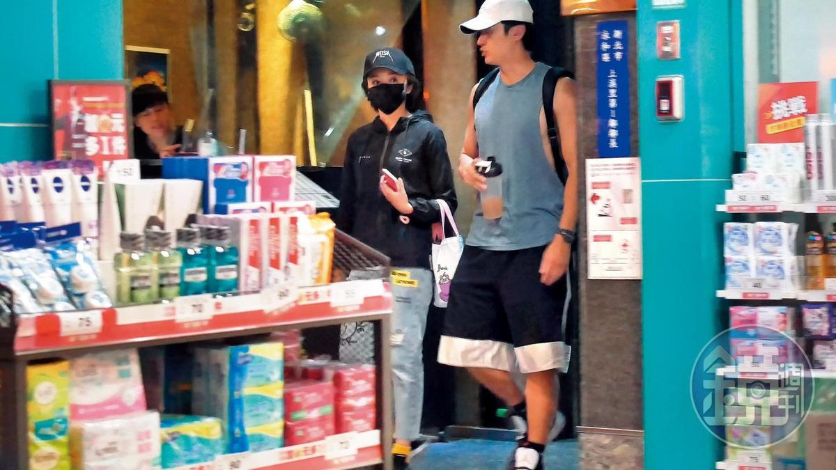 去年王瞳(左)和馬俊麟(右)私下見面被活逮,坐實了介入他人婚姻的指控。