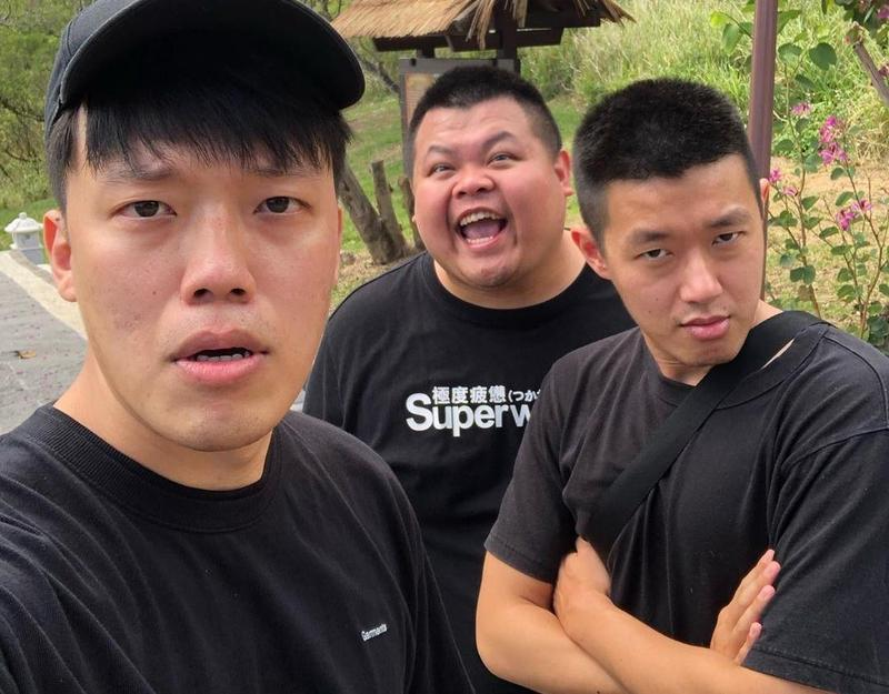 百萬YouTuber團體「狠愛演」宣布,主頻道將停止更新,未來主要成員牛排(右)、胡椒(左)、蛇丸(中)3人也將單飛。(翻攝自狠愛演IG)