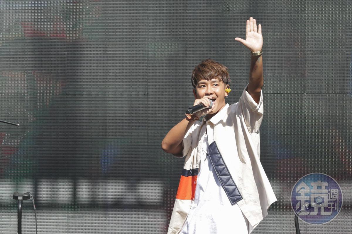 鼓鼓為11月21日於台北流行音樂中心舉辦的《聽到請回答Connecting…》演唱會造勢。