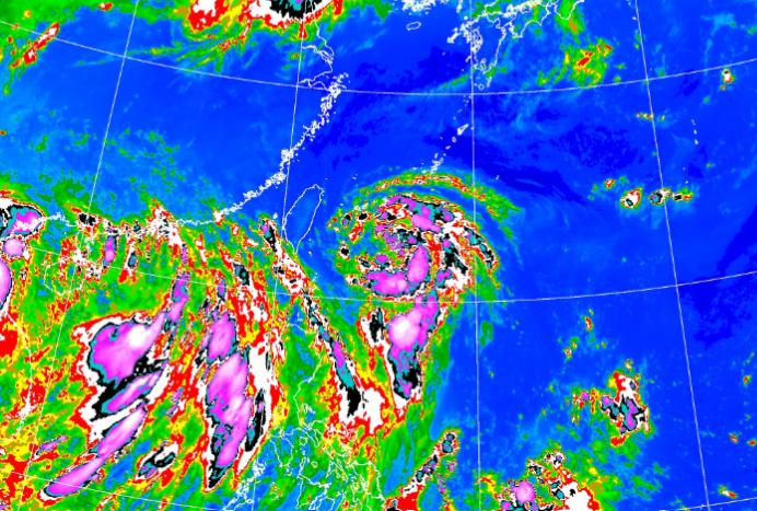 第4號颱風哈格比暴風圈,正逐漸朝台灣東北部海面接近。(翻攝自氣象局官網)