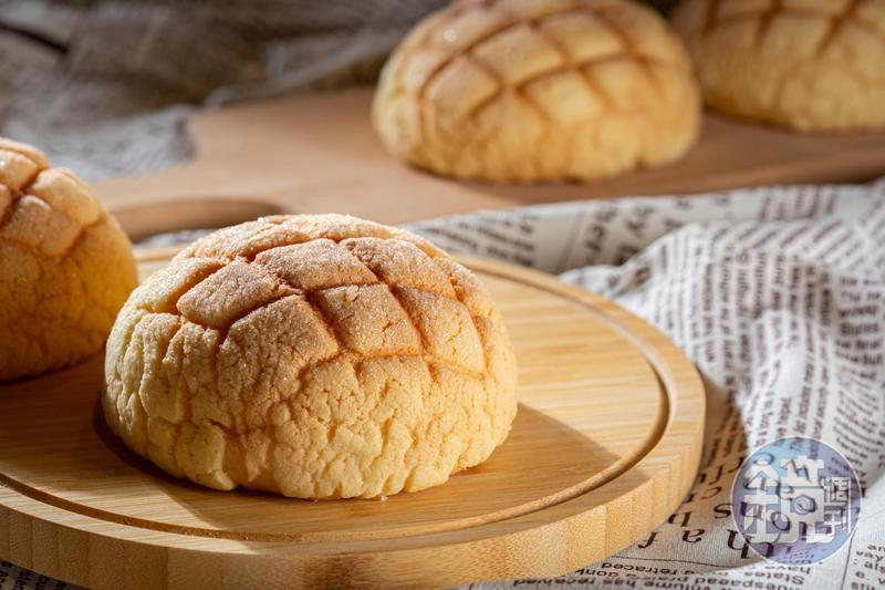 裕珍馨的「波蘿麵包」是創業至今人氣不墜的經典款,表面糖粒如碎鑽誘人。(12元/個)