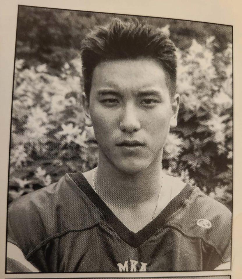 王陽明寫道「為了耍酷,我還記得以前我們都會戴金項鍊在球衣裡面。」(翻攝自Sunny 王陽明臉書)
