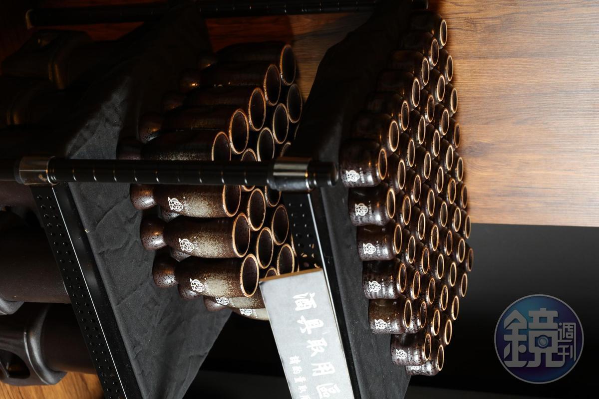 日本酒販賣機以壺計價,每壺約可倒4~5盞。
