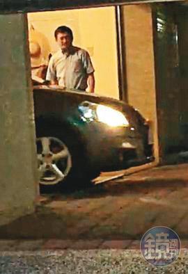 鄭姓女祕書開著自己的車,從台南市衛生局長(圖)的家中車庫出發。(讀者提供)