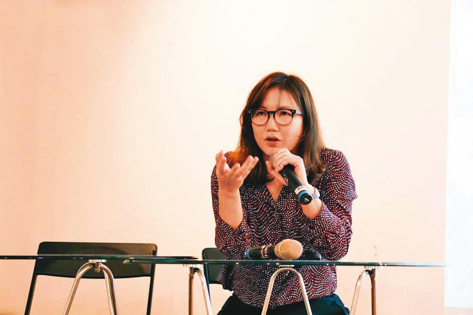 丁允恭的前妻嚴婉玲(圖)目前是NGO團體「台南新芽」的理事長。(翻攝NGO工會臉書)