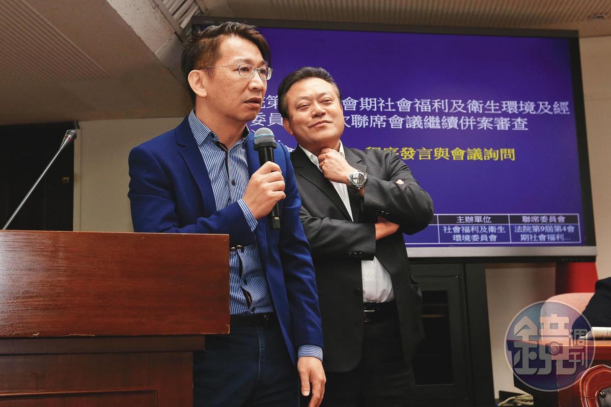 徐永明(左)與蘇震清(右)捲入SOGO收賄案,訊後均被檢方聲請羈押禁見。