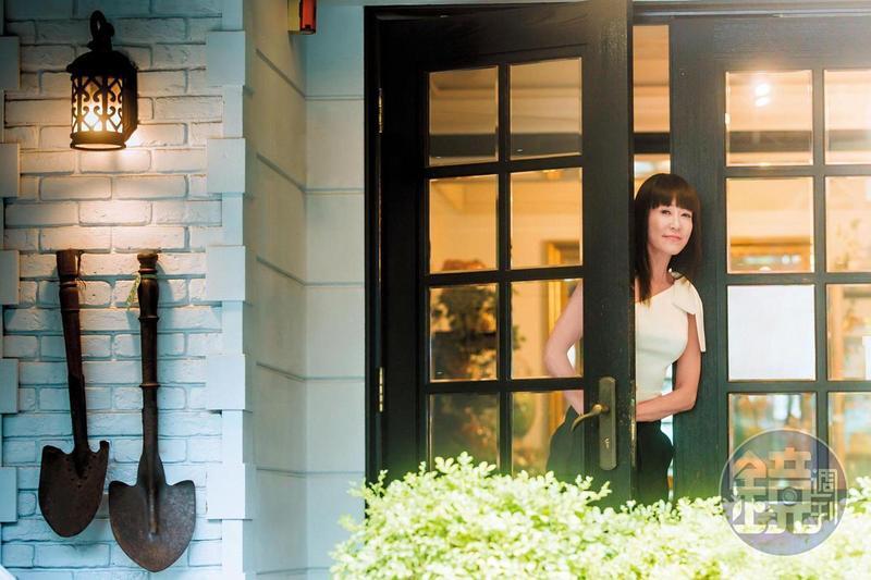 羅霈穎在兩岸共有5間房子,總市值超過新台幣2億元,成為演藝圈中少見的億萬包租婆。