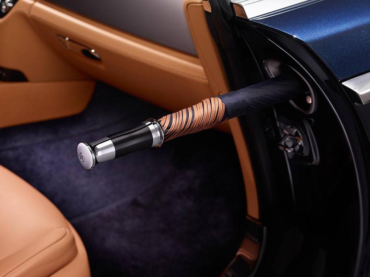 不論是傘面的主色與配色,或是傘邊和傘柄材質選擇,都可以和內飾的配色及材料選擇相呼應,匹配車主的獨特品味和風格。
