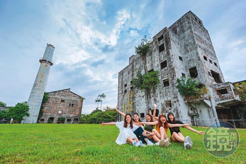 「中興文化創意園區」遺留的老屋,具有滄桑美感,吸引不少遊客來拍照。