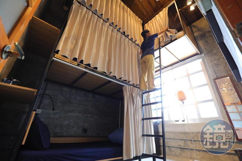 「神農青舍」新推出的青年旅店「背包客房」乾淨又舒適,同樣具有文青氣息。