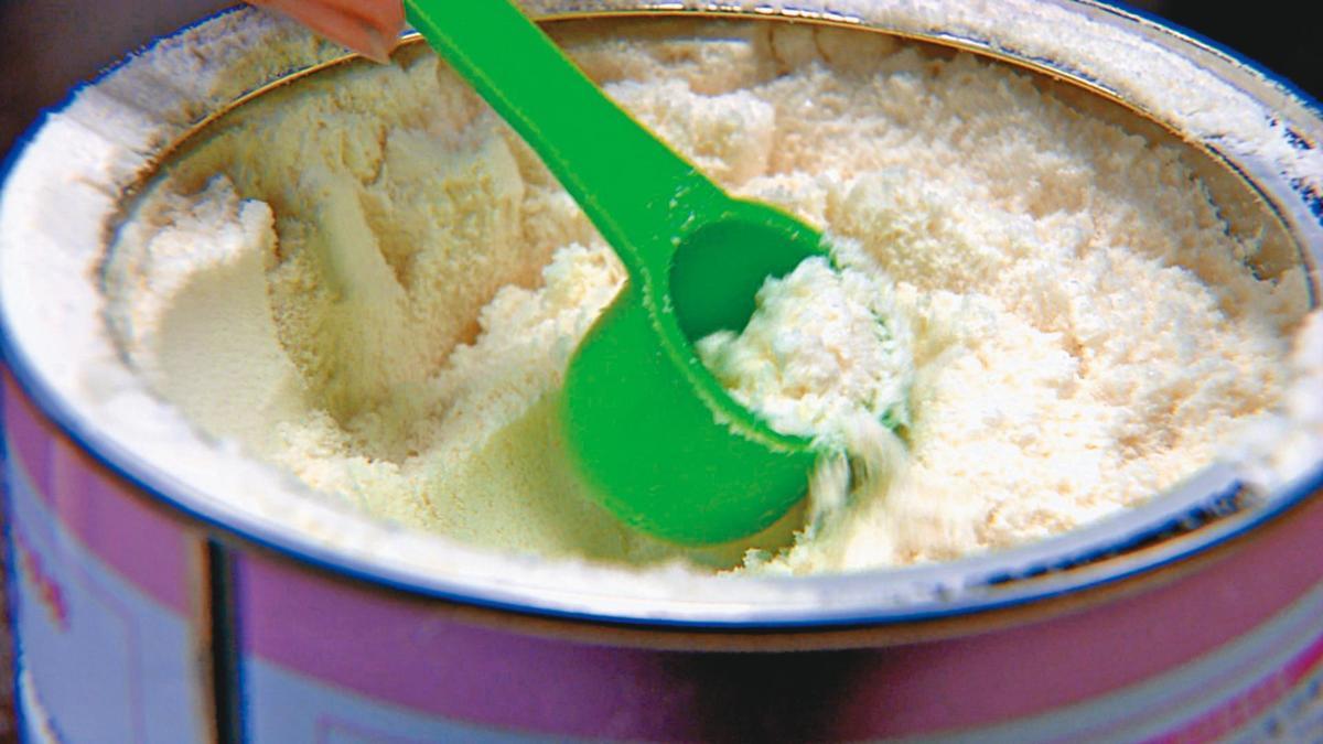 香香家的奶粉鈉含量超標,是同牌奶粉的50倍以上。(東森新聞提供)