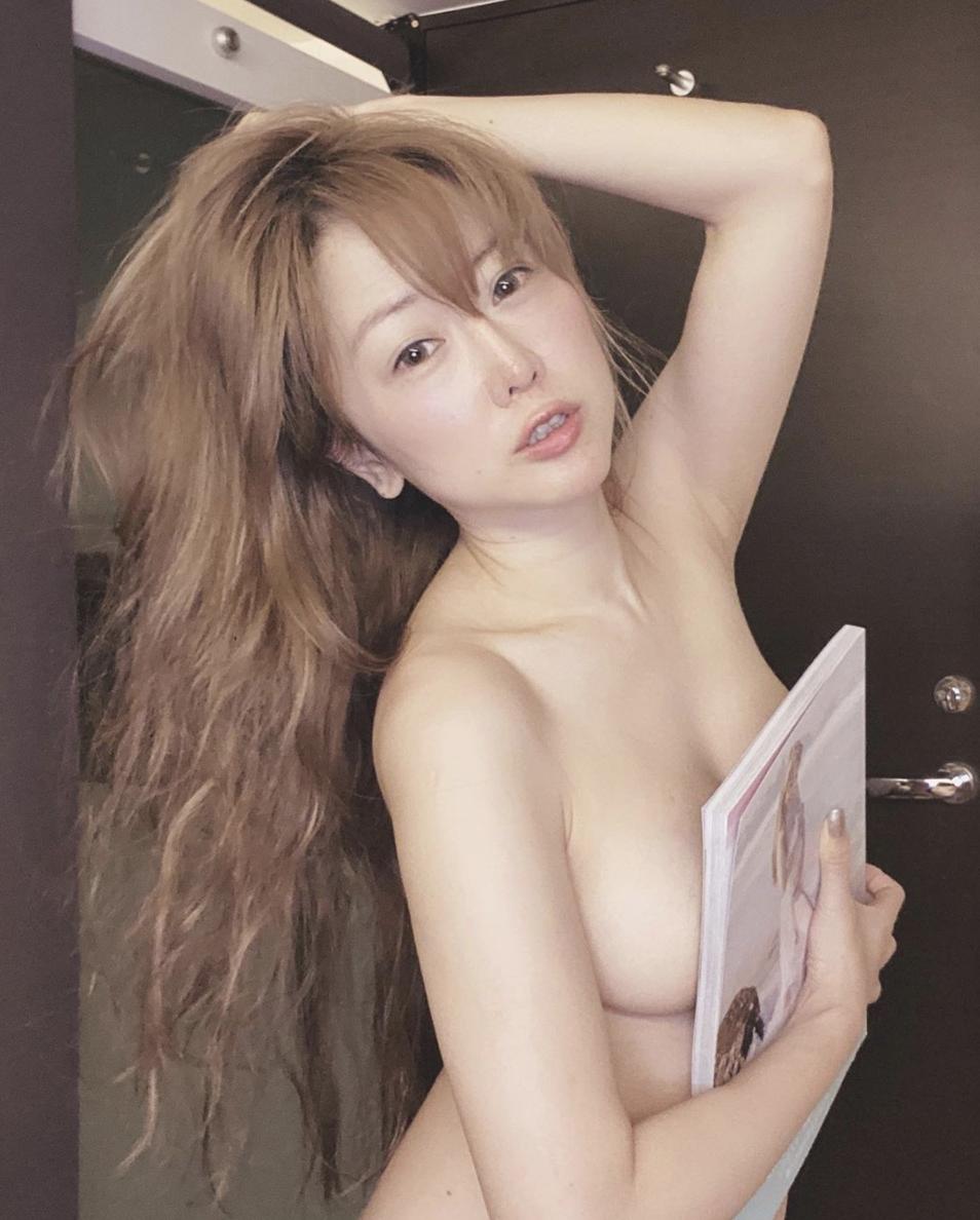 T妹時常在網路上po出自己的性感照。(翻攝自IG @tiffanychen22)
