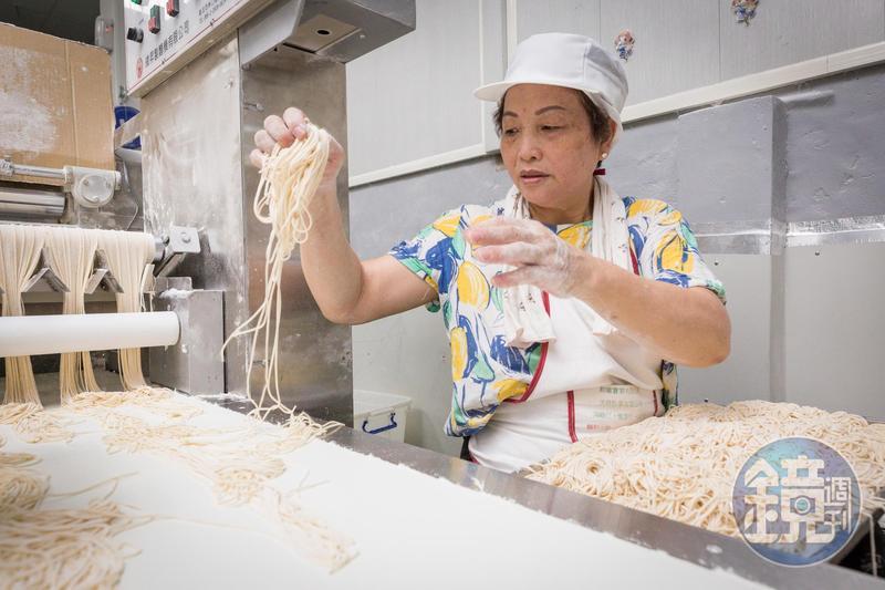 陳秀嬌是福昇食品頭家娘,她在先生遭人倒債後,靠著獨特的鴨蛋鍋燒意麵,還清負債。