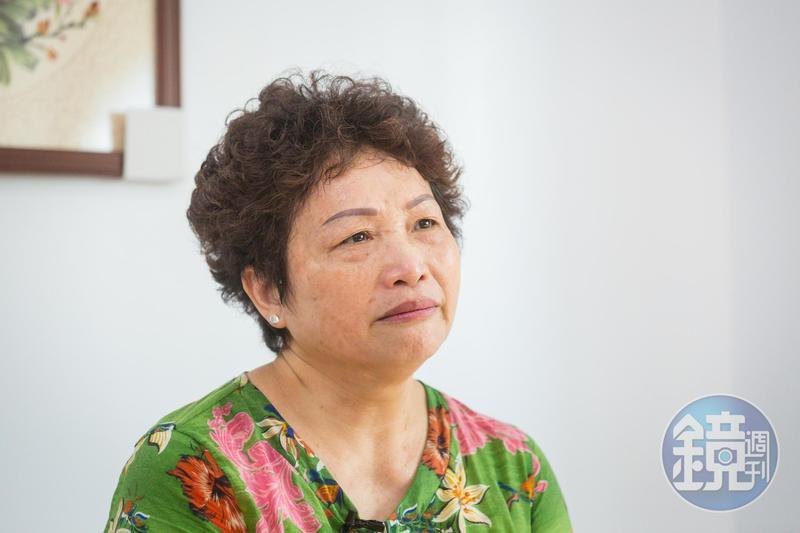 婚後一段時間,陳秀嬌遲遲沒有懷孕,後來向人領養1子1女。