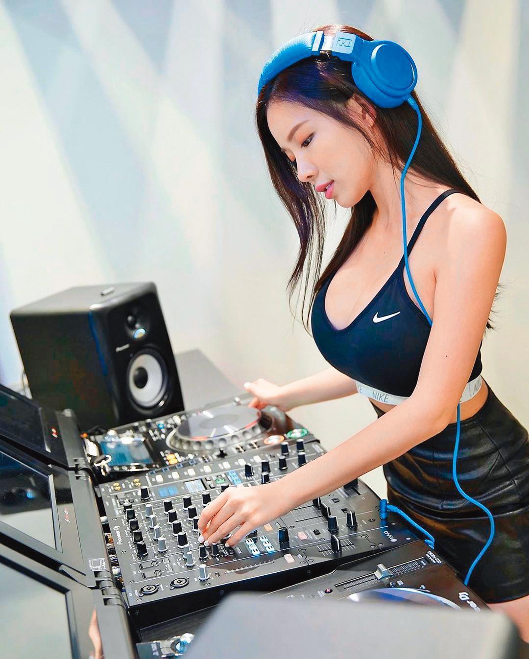 藍星蕾近來因為疫情停工,DJ工作停擺,粗估已少賺約180萬元。(翻攝自藍星蕾IG)