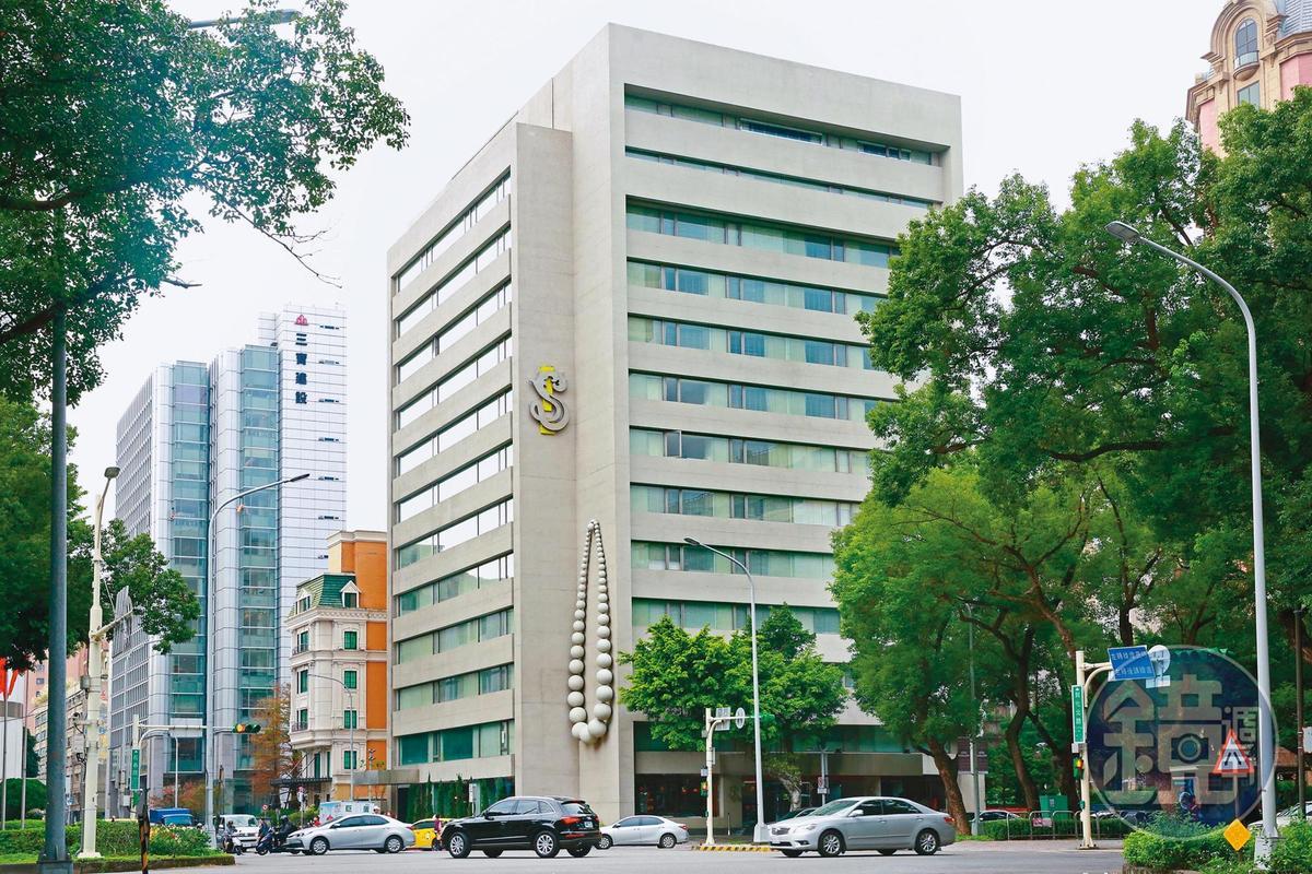 S Hotel曾傳營運狀況不佳,年初還要求員工放無薪假,之後變身防疫旅館,果然提高了住房率。