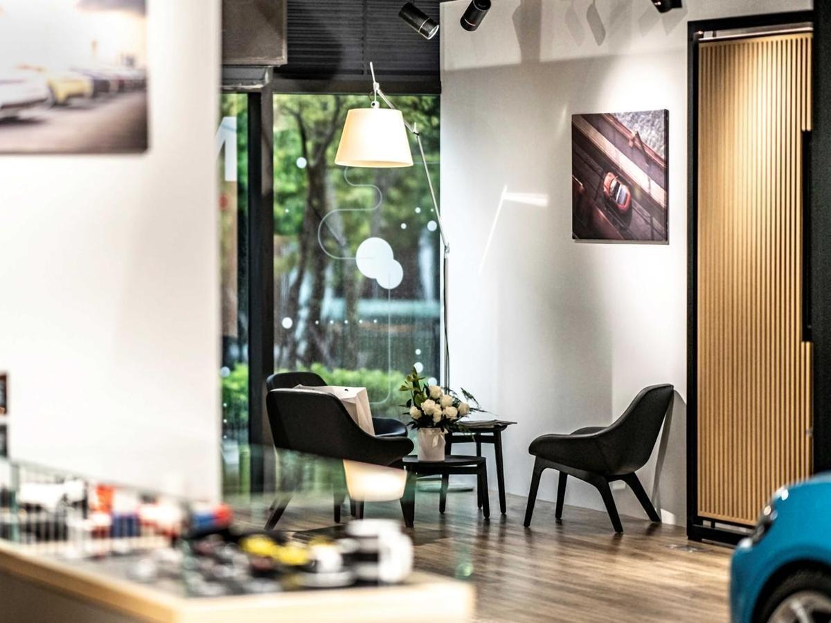 Porsche NOW全新型態概念店專屬規劃的VIP Lounge提供優雅隱密的美學鑑賞空間。