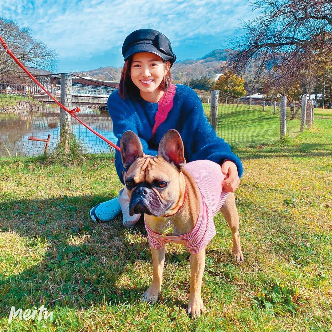愛狗的米可白幫助流浪動物不遺餘力,好似她的精神寄託。(翻攝自米可白IG)
