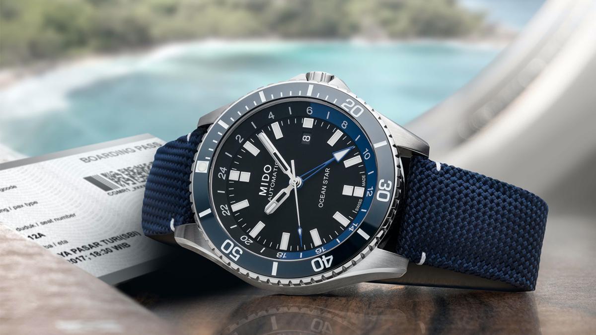 錶徑44mm、不鏽鋼材質、時間及日期指示、第二地時間指示、Caliber 80自動上鏈機芯、防水200米、建議售價NT$ 37,300