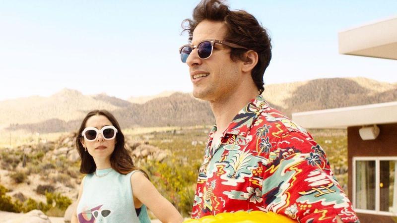 即將上映的愛情喜劇《棕櫚泉不思議》由影集《荒唐分局》安迪山伯格(右)和《追愛總動員》克莉絲汀米莉歐蒂主演。(車庫娛樂提供)