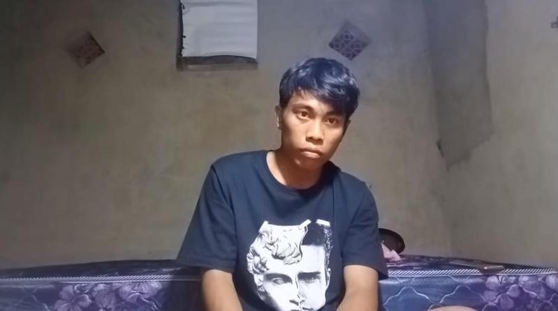 印尼一名男YouTuber發呆2小時獲超高觀看數。(翻攝YouTube「sobat miskin official」頻道)