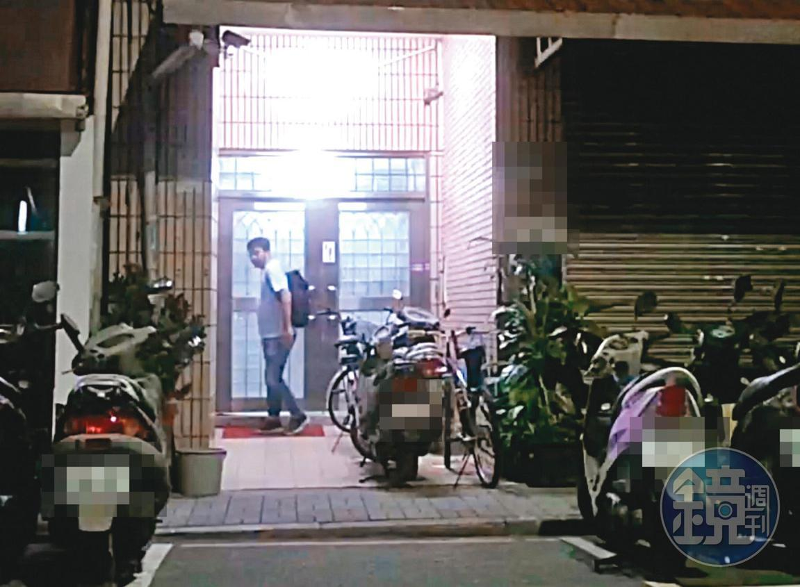 8月2日03:01,在吳怡農住處小待片刻後,深夜3點曹姓幕僚(圖)便離開。