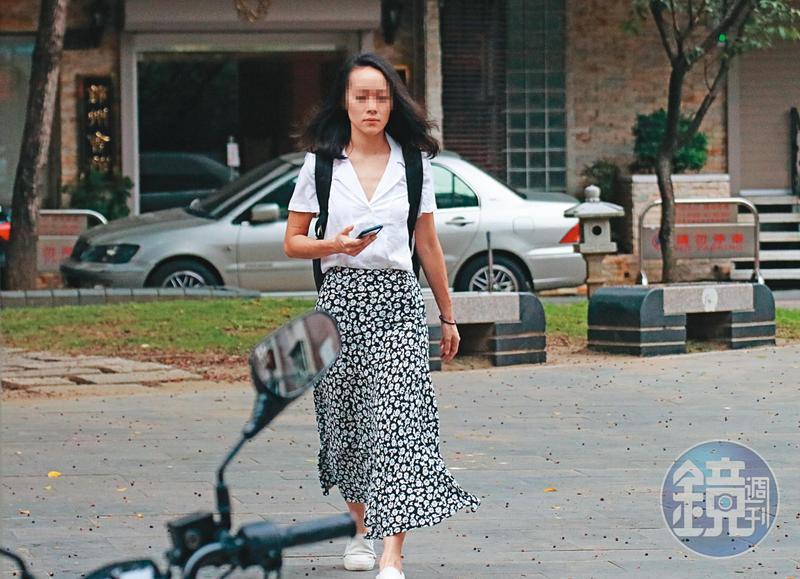 8月10日9:32,王姓小農女(圖)是朋友口中的氣質正妹,與吳怡農差了11歲,去年9月起加入吳競選團隊協助他打選戰。