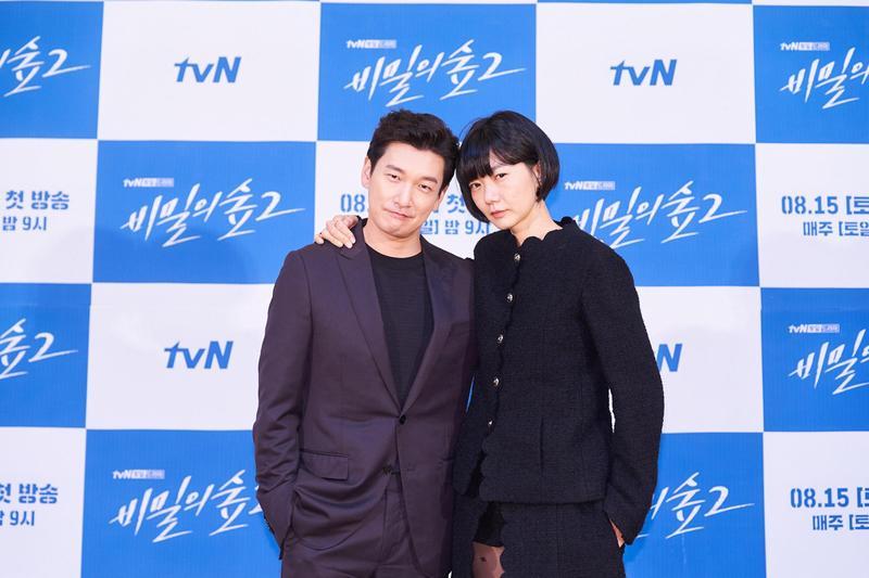 曹承佑與裴斗娜感謝粉絲喜愛,放話《秘密森林》要拍到第5季。(Netflix提供)