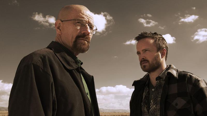 《絕命毒師》「老白」布萊恩克萊斯頓(左),戲外的命運也是一樣命苦,成為「好萊塢染疫俱樂部」的成員。(Netflix提供)
