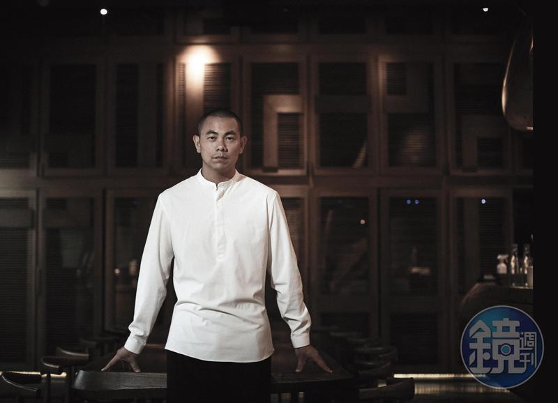 很多人告訴江振誠, 在台灣開餐廳會碰上的問題, 江振誠都一一碰過, 但他選擇當成條件接受, 而不是當成問題。
