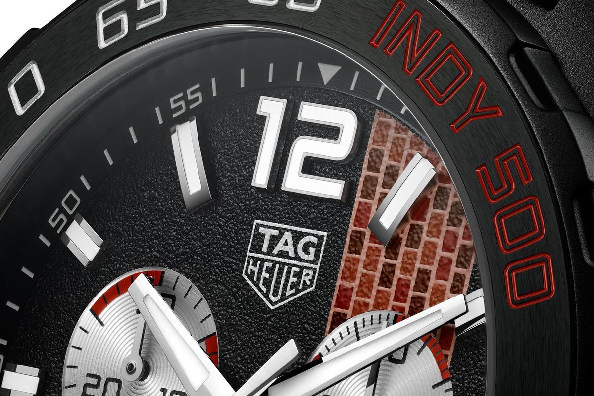 最新的Formula 1系列2020年Indy 500特別版腕錶,重現Indy 500賽道在起點/終點的「紅磚道」,而且面盤質地刻意做了變化,完全呼應真實賽道的情況。